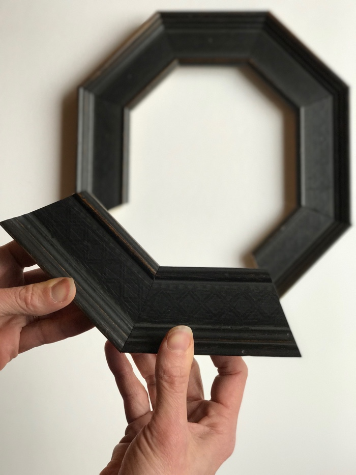 Octagonal picture frame